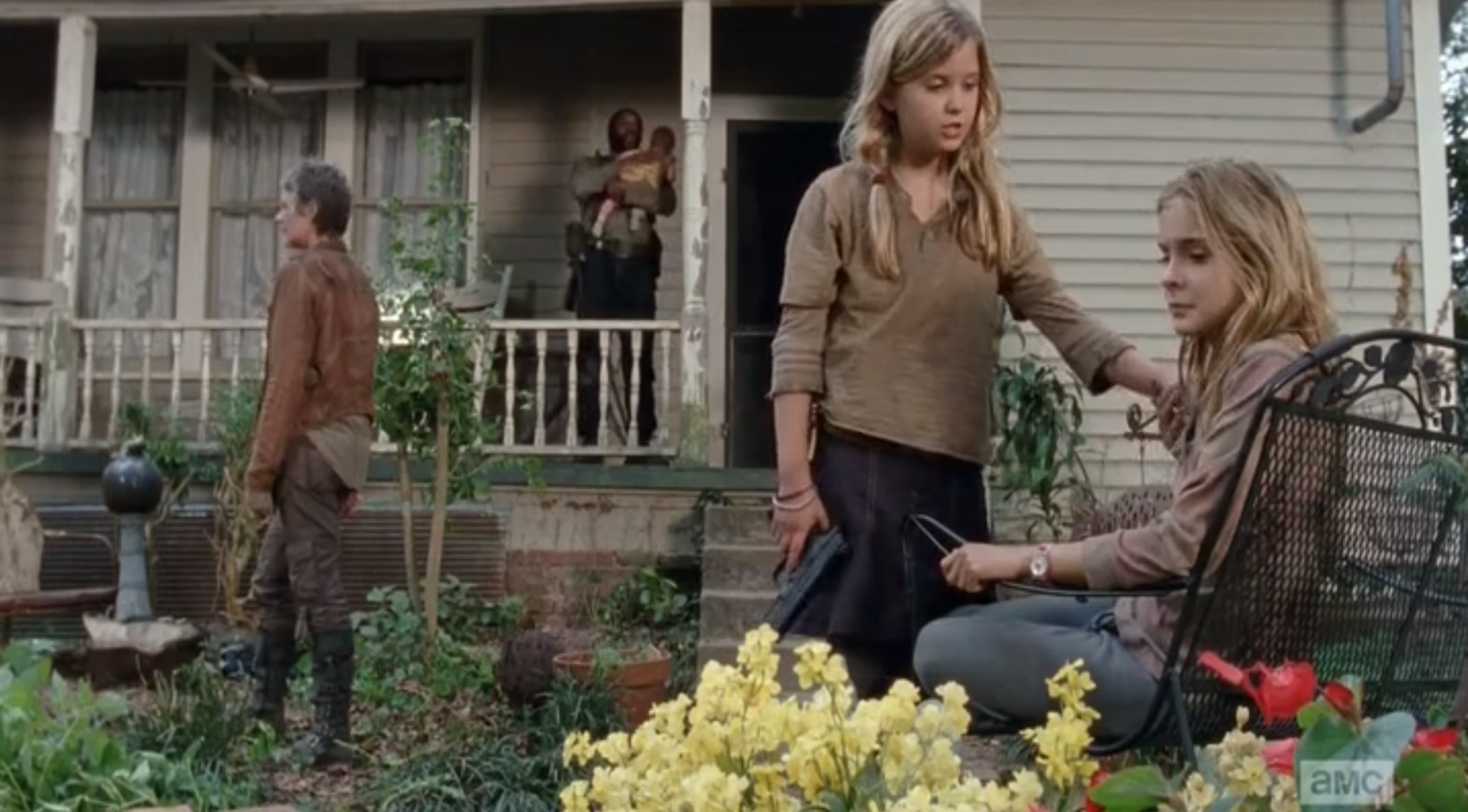 "A Closer Look The Walking Dead ""The Grove"""