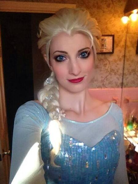 Katie Cosplay Frozen