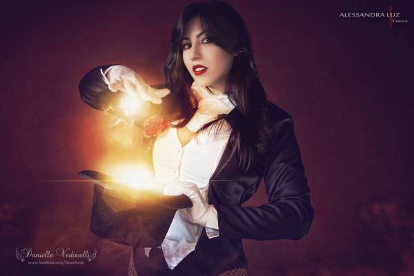 """Prepare to be astounded"" Zatanna - photo by  Alessandra Luz Fotos"